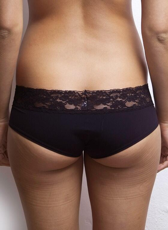 After Eden shorts with lace trim - black